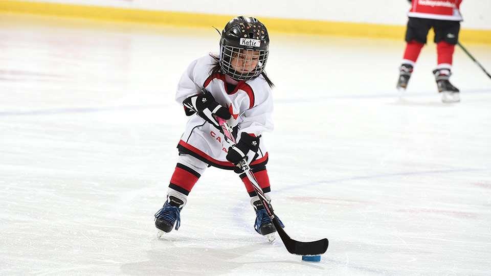 À quel âge un enfant peut-il commencer à jouer au hockey sur glace ?